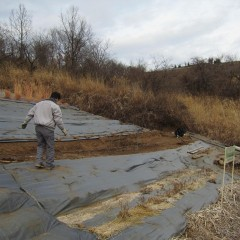 春の植え付けに向けて畑の整地をしています