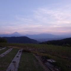 夕焼けに浮かぶ富士山を眺めながら作業終了