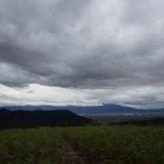 種蒔きが終わると空には雨雲が立ち込めていました