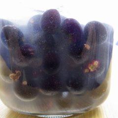 勿体ないので熟した果実も約1年間かけて渋抜きをします