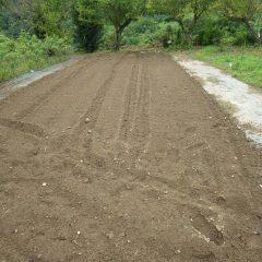 続いてこちらの畑の畝立て作業