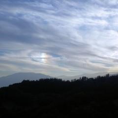 そして夕陽が山に沈む僅かな間、虹色の雲が現れました