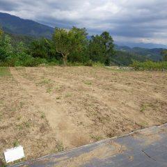 畑をトラクターで耕す準備が整いました