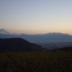 作業が終わると富士山が現れて甲府の街に灯が灯り始めました